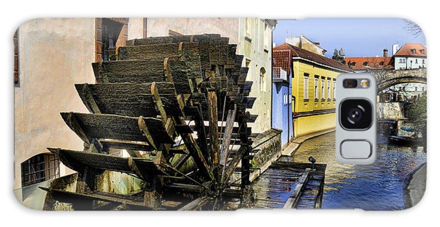 Water Mill.waterwheel Galaxy S8 Case featuring the photograph Canal Waterwheel by Brenda Kean