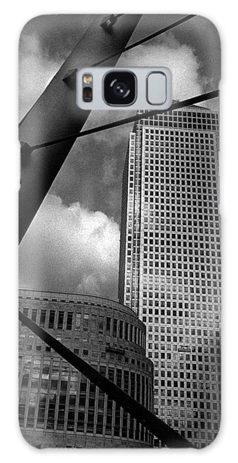 Canary Wharf Galaxy S8 Case featuring the photograph Canary Wharf London by David Rives