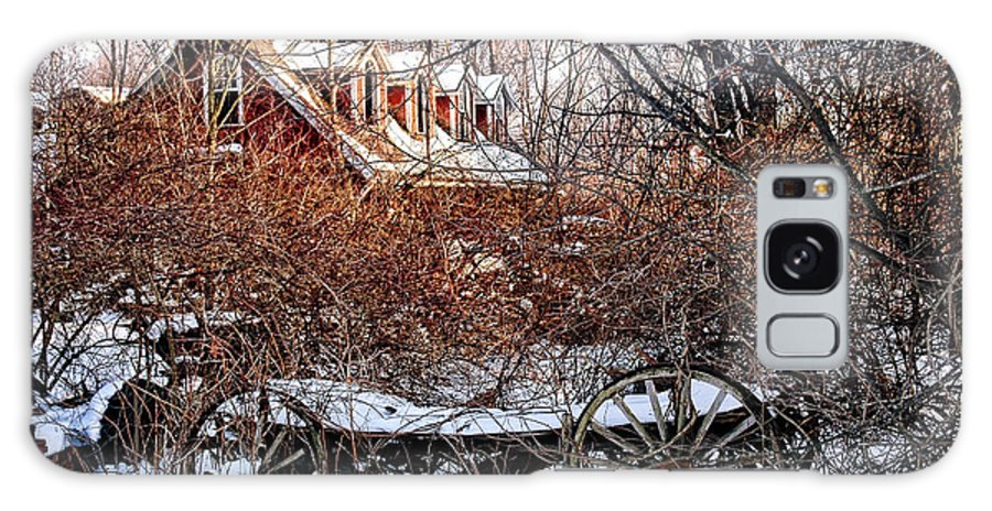 Carraige Galaxy S8 Case featuring the photograph Carriage House In Snow by HD Connelly