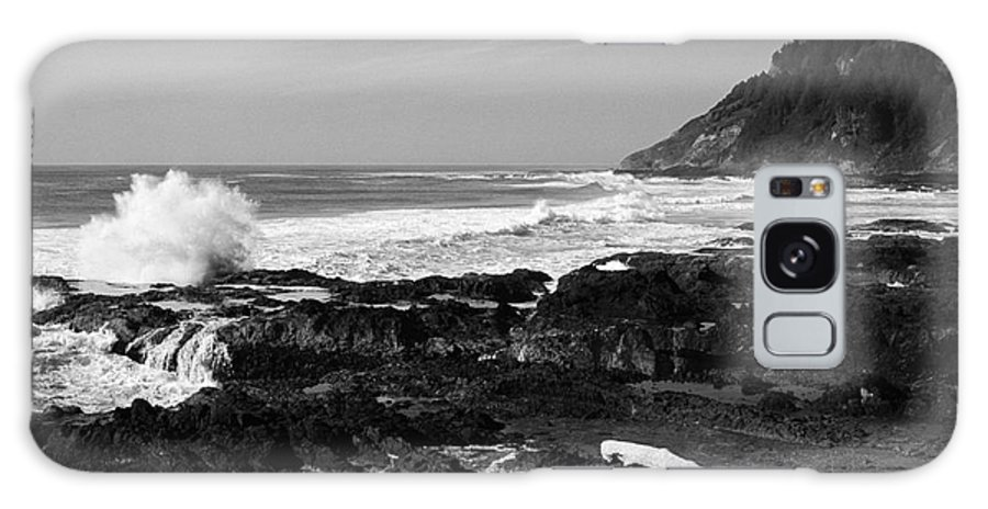 Seascape Galaxy S8 Case featuring the photograph Central Oregon Coast Bw by Earl Johnson