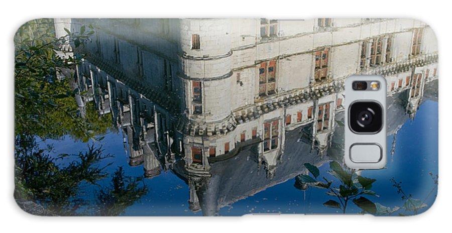 Azay Le Rideau France Castle Castles Reflection Reflections Chateau Chateaus Building Buildings Structure Structures Landscape Landscapes Architecture Galaxy S8 Case featuring the photograph Chateau Reflection by Bob Phillips