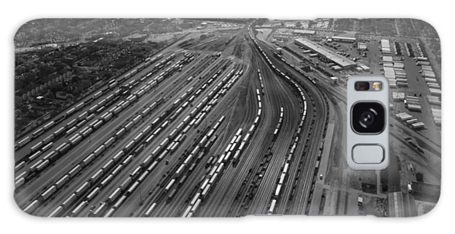 Il Galaxy S8 Case featuring the photograph Chicago Transportation 02 Black And White by Thomas Woolworth