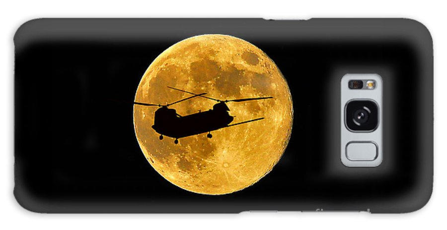 Ch-47 Chinook Galaxy S8 Case featuring the photograph Chinook Moon Color by Al Powell Photography USA