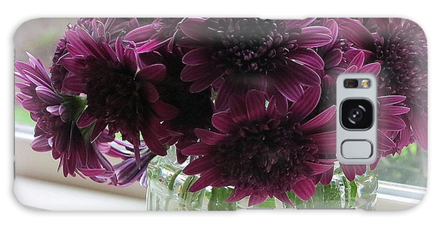 Chrysanthemums Galaxy S8 Case featuring the photograph Chrysanthemums In A Glass Jar by Tanya Searcy