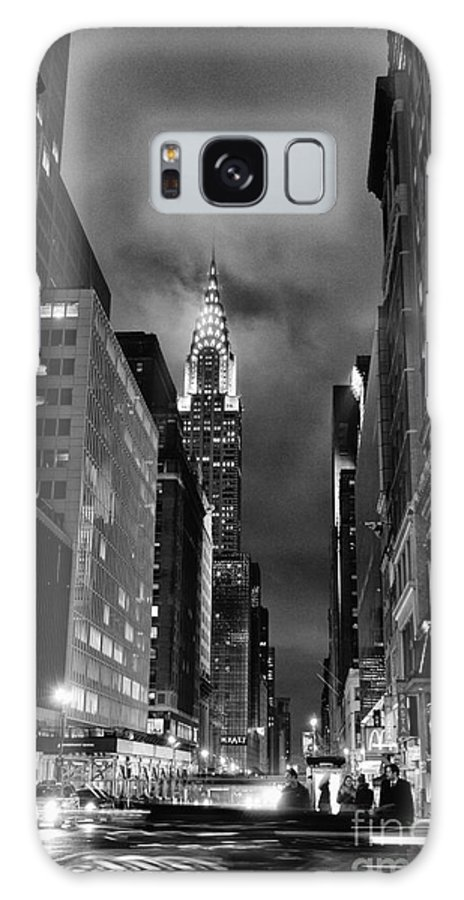 Chrysler Buiilding Galaxy S8 Case featuring the photograph Chrysler Buiilding In Mist by John Farnan