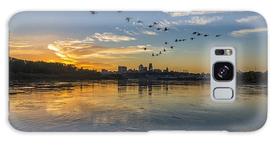 Kansas City Galaxy S8 Case featuring the photograph City Wakes by Ken Kobe