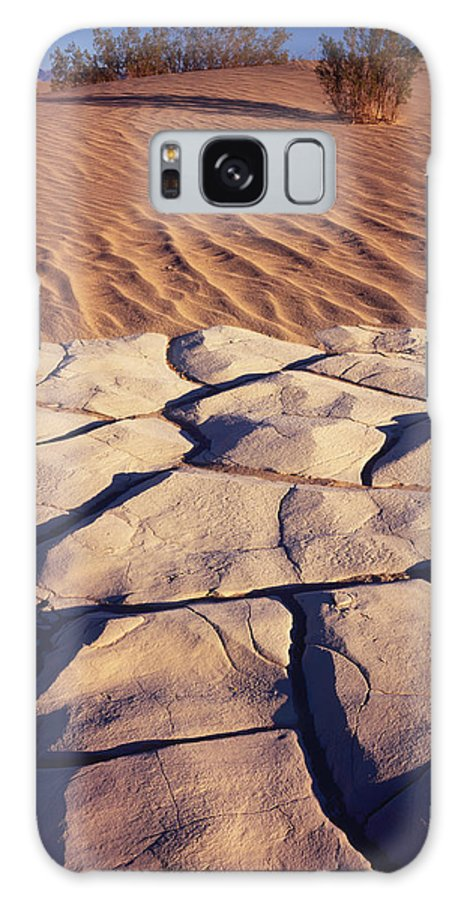 Nature Photography Galaxy S8 Case featuring the photograph Cracked Mud - Sand Ripples 1 by Tom Daniel