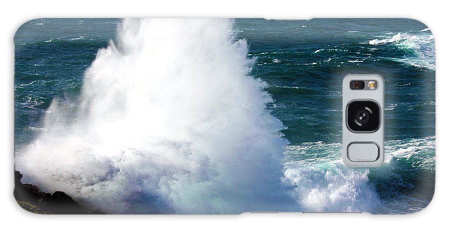 Cornwall Galaxy S8 Case featuring the photograph Crashing Wave by Terri Waters