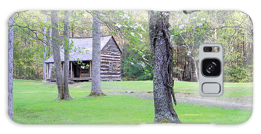 Cades Cove Galaxy S8 Case featuring the photograph Dogwood Cabin by Roe Rader