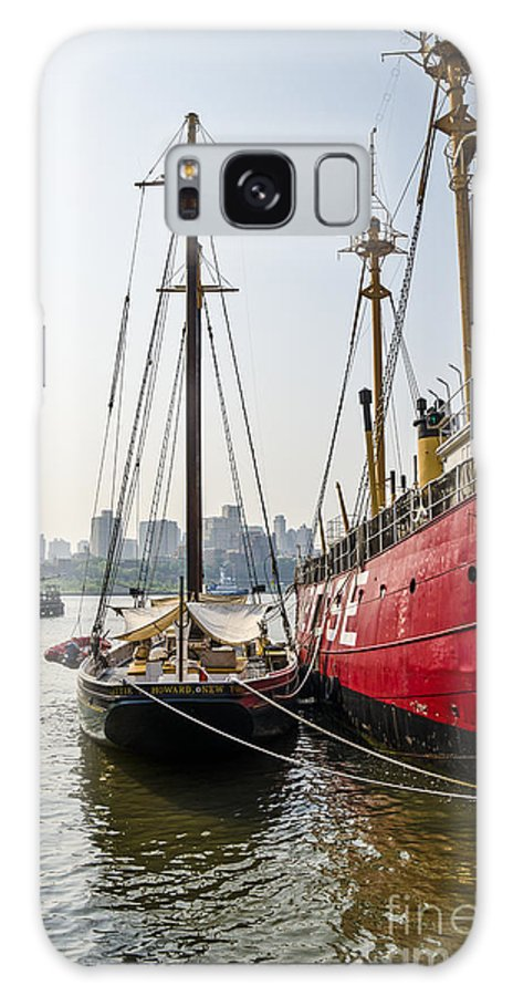 City Harbor Galaxy S8 Case featuring the photograph Ducking At City Harbor by Zbigniew Krol