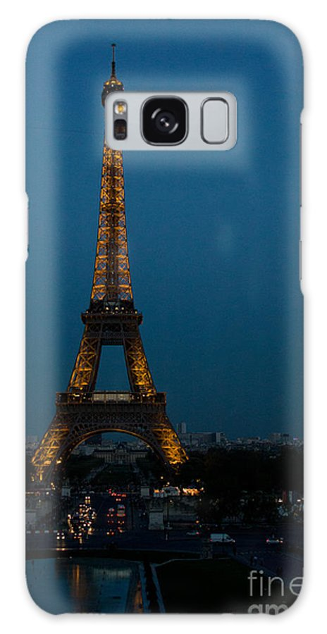 City Galaxy S8 Case featuring the photograph Dusk At Eiffel Tower by Dan Hartford