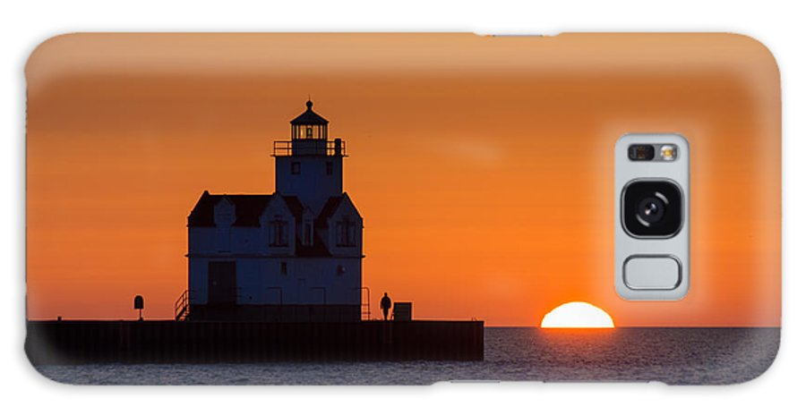 Lighthouse Galaxy S8 Case featuring the photograph Early Morning Meeting by Bill Pevlor