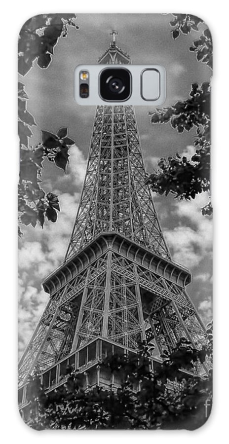 Ken Galaxy S8 Case featuring the photograph Eiffel Through Trees Bw by Ken Johnson
