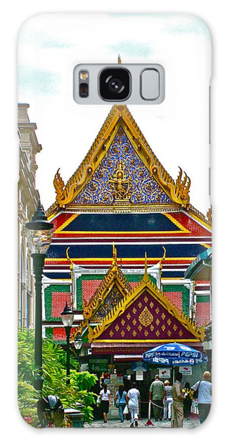 Entryway To Middle Court Of Grand Palace Of Thailand In Bangkok Galaxy S8 Case featuring the photograph Entryway To Middle Court Of Grand Palace Of Thailand In Bangkok by Ruth Hager