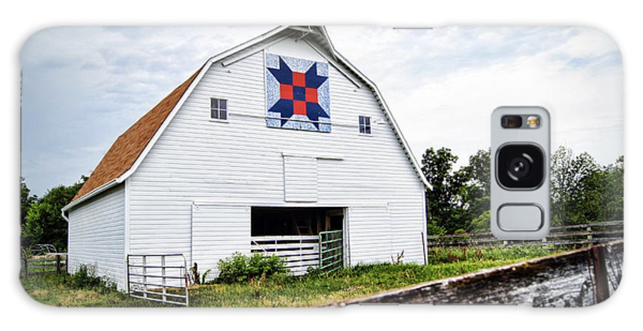 Barn Galaxy S8 Case featuring the photograph Fayette Farmers Daughter Quilt Barn by Cricket Hackmann