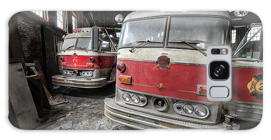 Fire Truck Galaxy S8 Case featuring the photograph Fire Trucks Abandoned And Dirty by Andrew Dierks