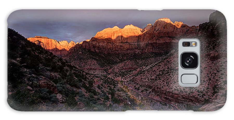 Usa Galaxy S8 Case featuring the photograph First Light 2 Zion National Park by Peter OReilly