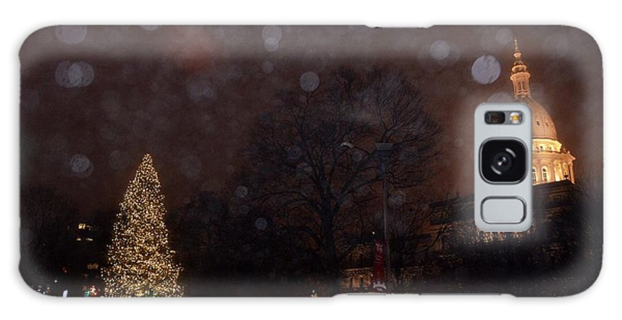 Michigan State Christmas Tree Galaxy S8 Case featuring the photograph First Snow At Michigan State Capital by Dave Zuker