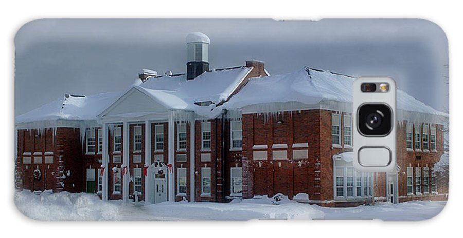 Glenfield Elementary Galaxy S8 Case featuring the photograph Glenfield Elementary School by Dennis Comins