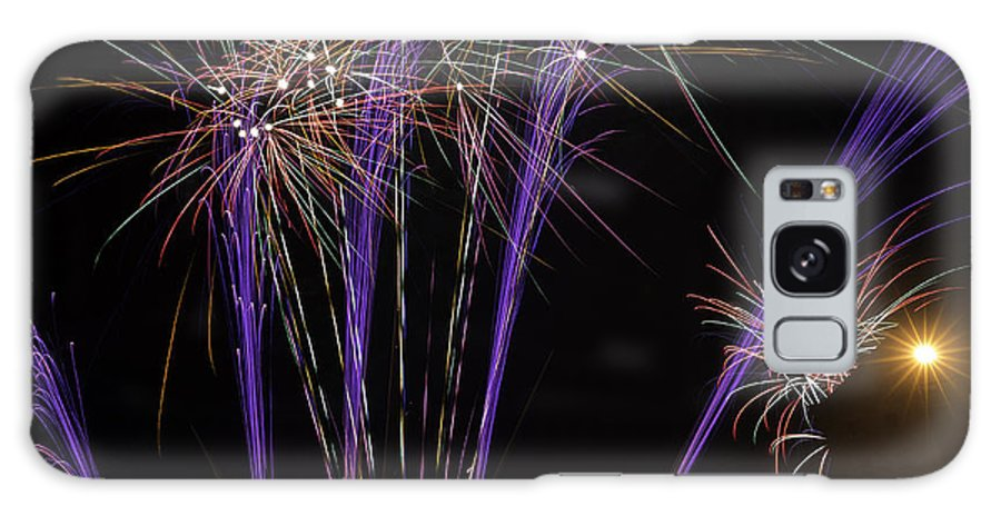 Gloucester Fireworks Nov 2014 Galaxy S8 Case featuring the photograph Guy Fawkes Night At Gloucester Quay by Wendy Chapman