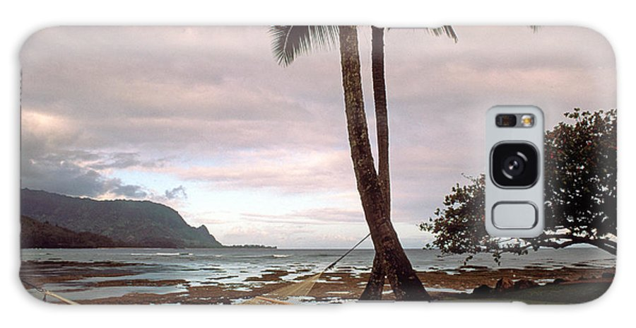 Hanalei Galaxy S8 Case featuring the photograph Hanalei Bay Hammock At Dawn by Kathy Yates