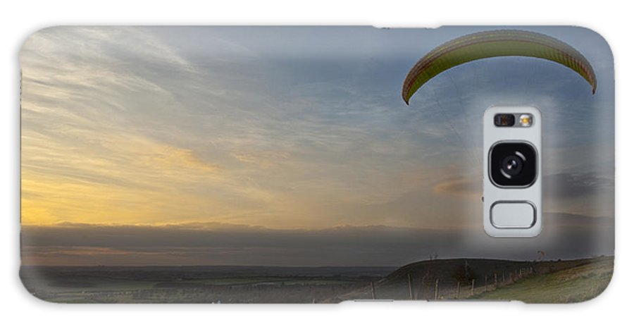 Hang Gliding Galaxy S8 Case featuring the photograph Hang Gliding At Dunstable Downs by Graham Custance