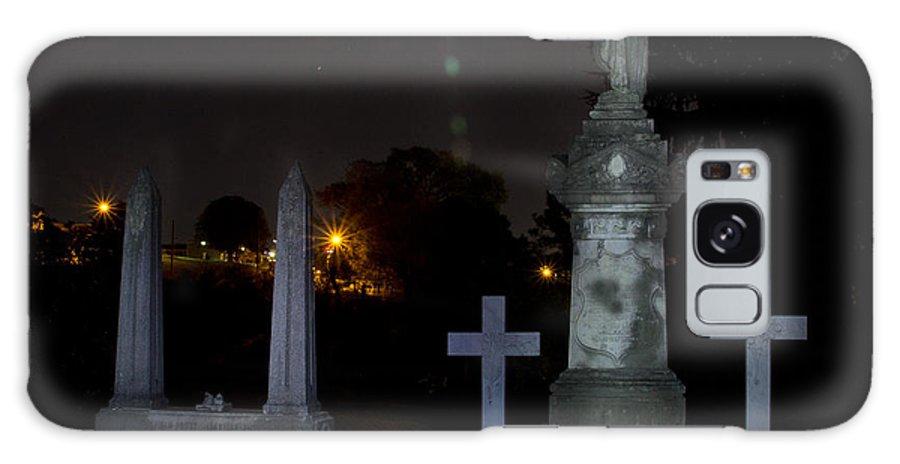 Hollywood Cemetery Moon Burst Galaxy S8 Case featuring the photograph Hollywood Cemetery Moon Burst by Jemmy Archer