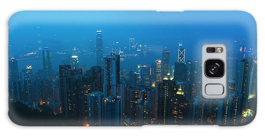 Hong Kong Night View Galaxy S8 Case featuring the photograph Hong Kong In Foggy Night by Hisao Mogi
