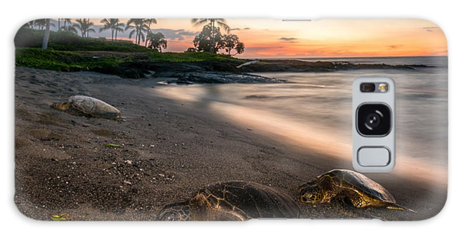 Hawaii Galaxy S8 Case featuring the photograph Honu Sunset by Robert Yone