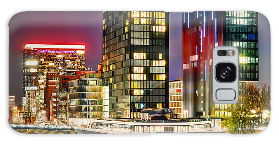 Dusseldorf Galaxy S8 Case featuring the photograph Hyatt Regency Dusseldorf by Daniel Heine
