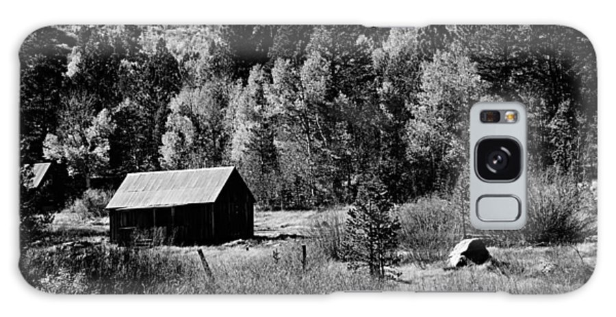 Structure Galaxy S8 Case featuring the photograph Iconic Cabin Black And White by Michael Courtney