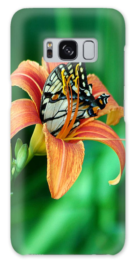Butterfly Galaxy S8 Case featuring the photograph Immersed by Linda Murphy