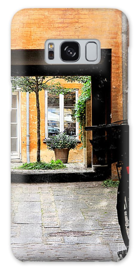 Courtyard Galaxy S8 Case featuring the photograph Inner Courtyard by Joan McCool