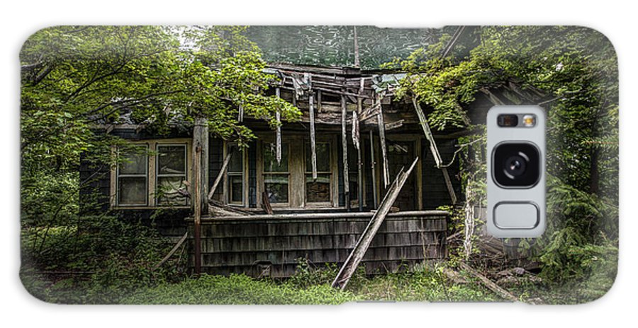 Abandoned House Galaxy S8 Case featuring the photograph It Was Once Christmas Here by Gary Heller