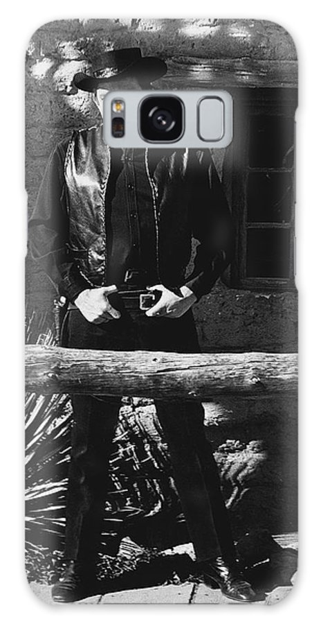Johnny Cash Gunslinger Hitching Post Old Tucson Az Black And White Galaxy S8 Case featuring the photograph Johnny Cash Gunslinger Hitching Post Old Tucson Arizona 1971 by David Lee Guss