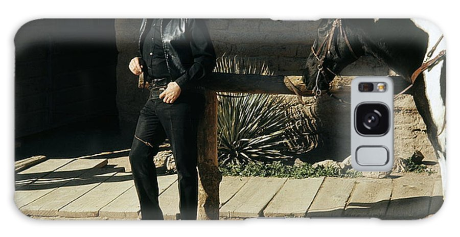 Johnny Cash Horse Railing Old Tucson Az A Gunfight Galaxy S8 Case featuring the photograph Johnny Cash Horse Old Tucson Arizona 1971 by David Lee Guss