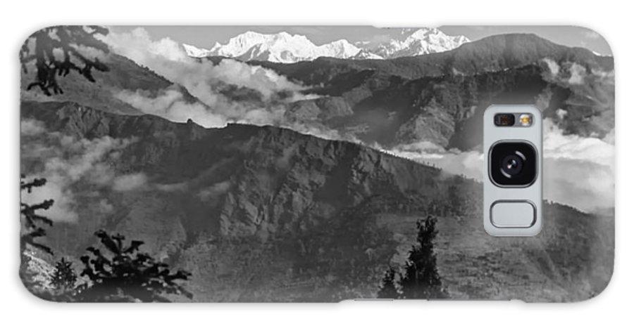 Darjeeling Galaxy S8 Case featuring the photograph Kanchenjunga Monochrome by Steve Harrington