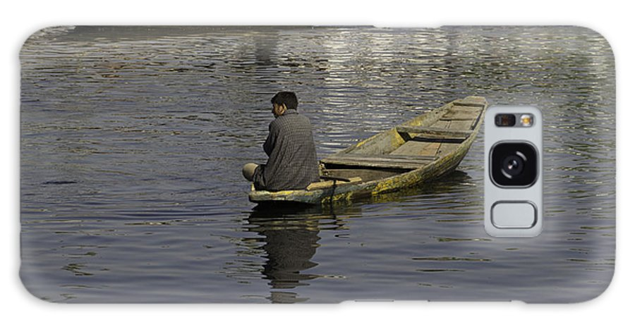 Beautiful Scene Galaxy S8 Case featuring the photograph Kashmiri Men Rowing Many Small Wooden Boats In The Waters Of The Dal Lake by Ashish Agarwal