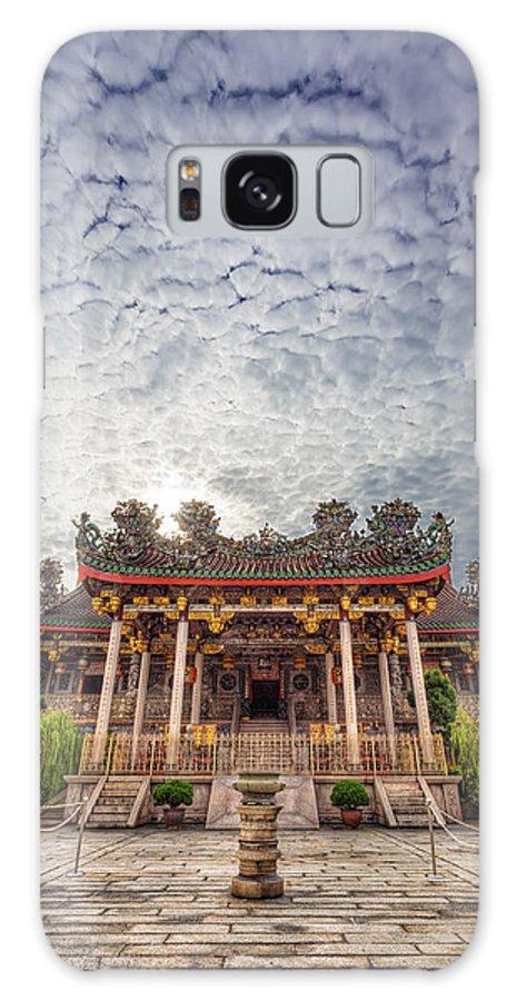 Khoo Kongsi Galaxy S8 Case featuring the photograph Khoo Kongsi Temple by Mario Legaspi