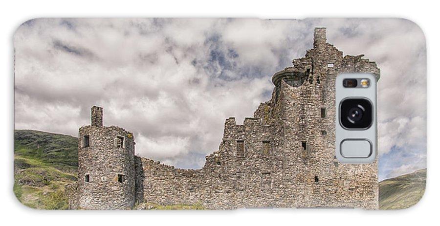Scotland Galaxy S8 Case featuring the photograph Kilchurn Castle 02 by Antony McAulay