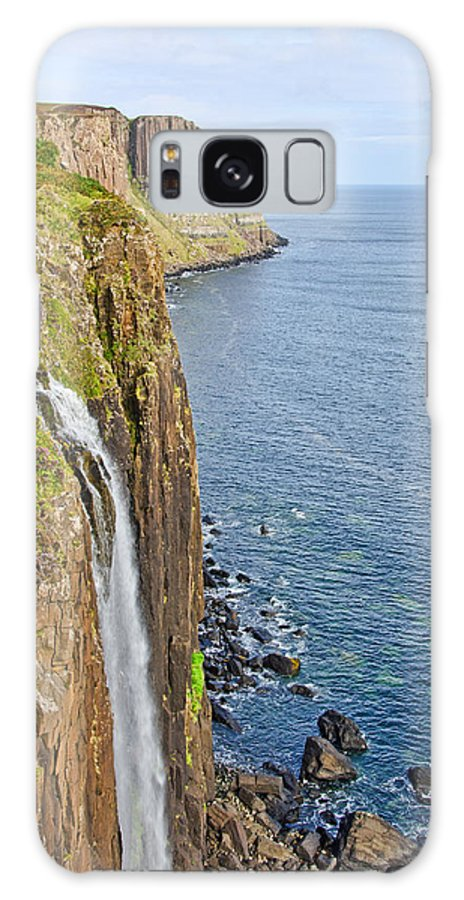 Kilt Rock Galaxy S8 Case featuring the photograph Kilt Rock Waterfall by Chris Thaxter