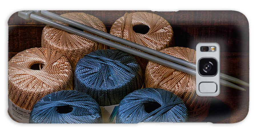 Knitting Galaxy S8 Case featuring the photograph Knitting Yarn In A Wooden Box by Les Palenik