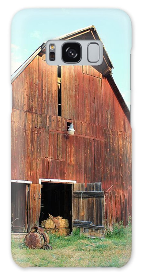 Barn Galaxy S8 Case featuring the photograph Laclede Barn 6 by Roxanne Basford