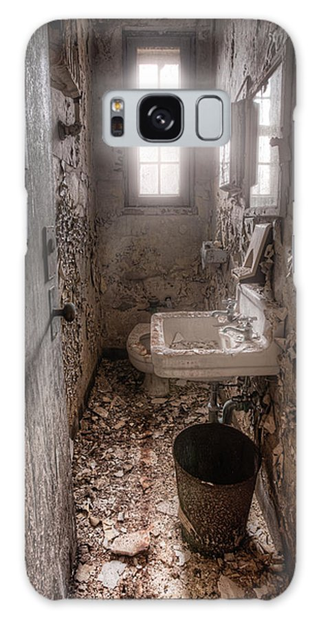 Abandoned Places Galaxy S8 Case featuring the photograph Ladies Room by Gary Heller