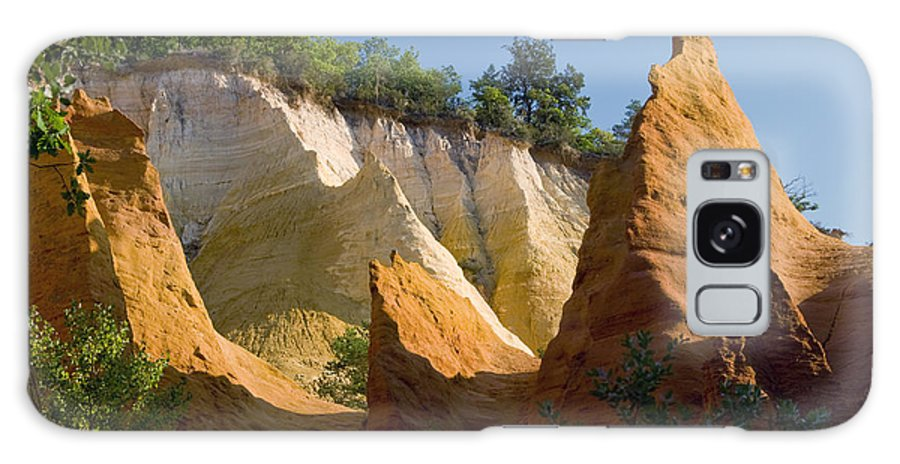 Le Colorado Ochre Rustrel France Colored Clay Landscape Landscapes Tree Trees Plant Plants Light Shadow Shadows Provence Galaxy S8 Case featuring the photograph le Colorado Ochre by Bob Phillips