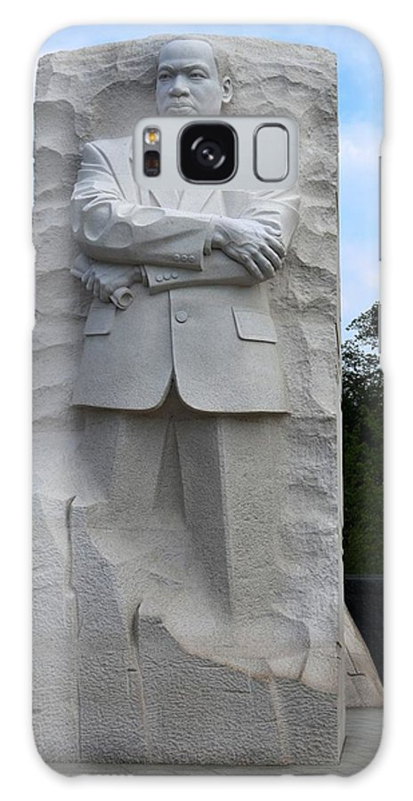 Monument D.c. Mlk Galaxy S8 Case featuring the photograph Leadership by Roger Rabiego