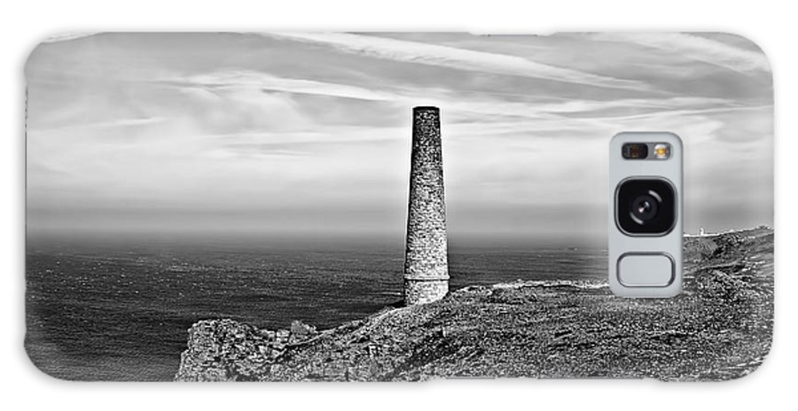 Levant Tin Mine Galaxy S8 Case featuring the photograph Levant To Pendeen View Black And White by Chris Thaxter