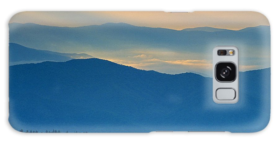 Smokies Galaxy S8 Case featuring the photograph Light In The Valley by Eric Albright