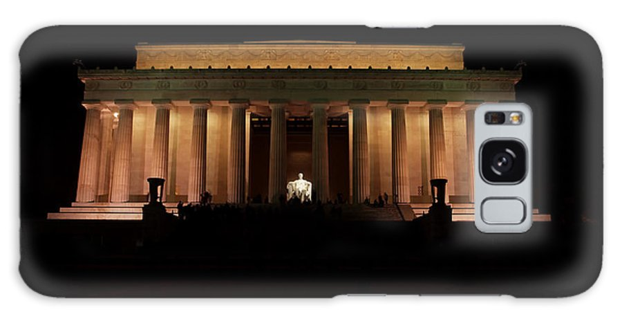 The Mall Galaxy S8 Case featuring the photograph Lincoln Memorial At Night by Rachel Sanderoff