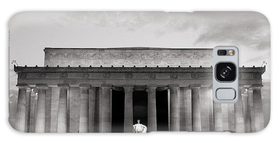 Monument Galaxy S8 Case featuring the photograph Lincoln Memorial by Roger Becker